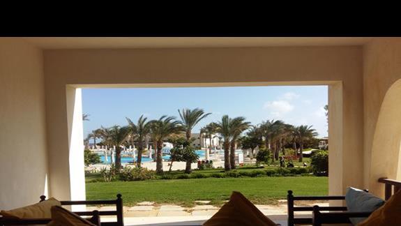 widok z pokoju w hotelu Hilton Marsa Alam Nubian Resort