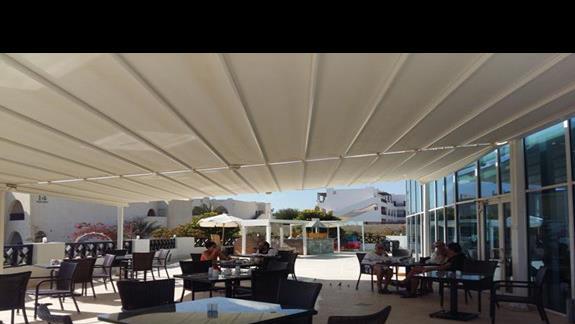 restauracja z zewnątrz w hotelu Hilton Marsa Alam Nubian Resort