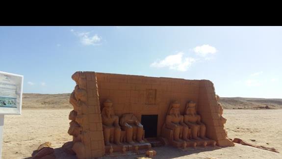 dojście do plaży w hotelu Hilton Marsa Alam Nubian Resort