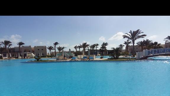 basen główny w hotelu Hilton Marsa Alam Nubian Resort