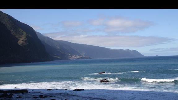 Ocean w Sao Vicente widok w kierunku Porto Moniz