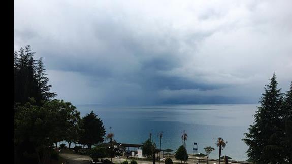 Widok na jezioro Hotel Desaret