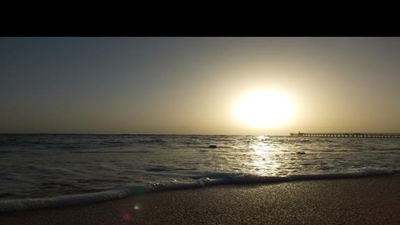 Zachód słońca z plaży hotelowej