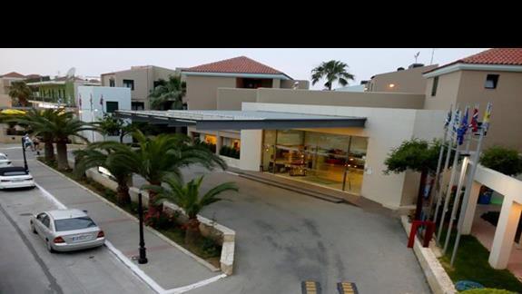 Widok na wejście główne