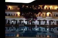 Hotel Marathon - Basen nocą
