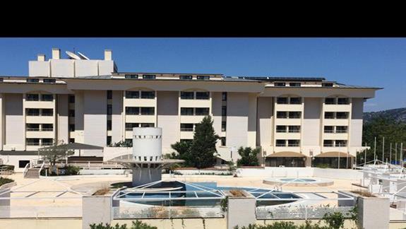 Zamkniety hotel munamar beach resort